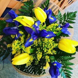 bouquet di iris e tulipani