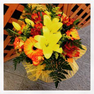 Bouquet di fiori colorato ideale per un compleanno
