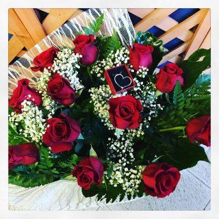 bouquet di fiori rossi con ciondolo Swarowsky
