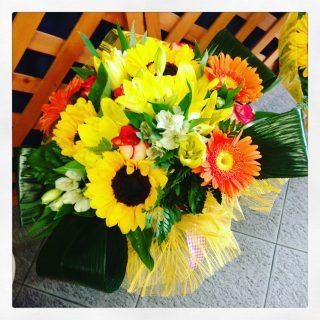 composizione di fiori con girasoli