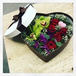 Fiori in scatola a forma di cuore