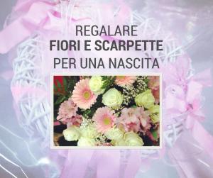 fiori e scarpette per nascita