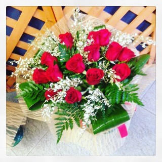 15 rose rosse a bouquet