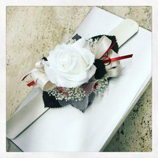 braccialetto con rosa bianca stabilizzata per matrimonio