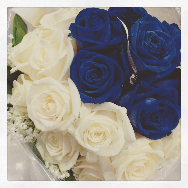 Bouquet Sposa Con Rose Bianche E Blu.Matrimonio Bianco E Blu