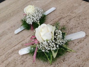 braccialetti per matrimonio con rose bianche