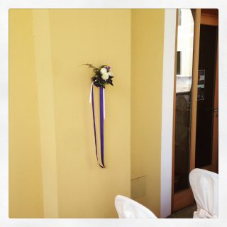 bouquet per una corsia di matrimonio alternativa in villa