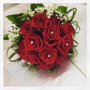 bouquet sposa con rose rosse