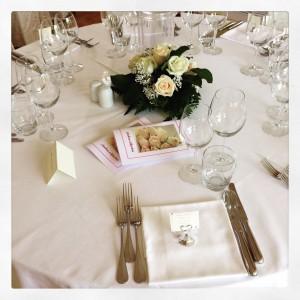 centrotavola invitati con rose cipria