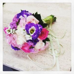 bouquet da sposa con tonalità di rosa