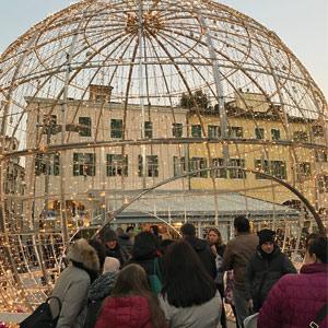 Sfera di Natale con luminarie a Padova