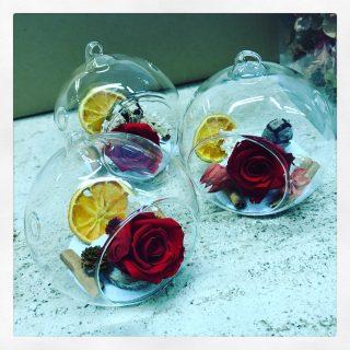 Rose stabilizzate da appendere all'Albero di Natale