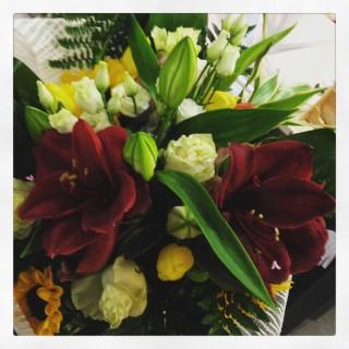 composizione di fiori con amaryllis