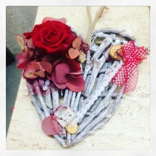 cuore con rosa stabilizzata per San Valentino