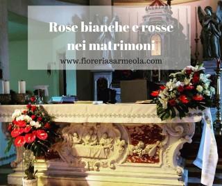 Rose bianche e rosse nei matrimoni