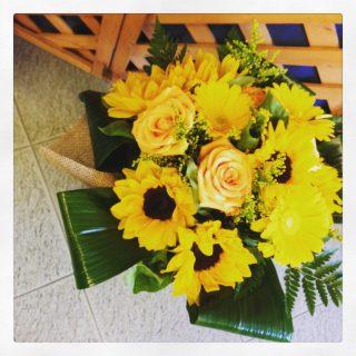 bouquet con girasoli, gerbere e rose
