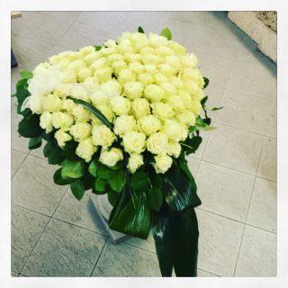 cuore di rose bianche per funerale o per tomba