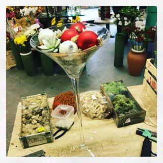 succulente in calice martini e sfere di natale