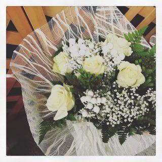 rose bianche, un regalo per un saggio natalizio