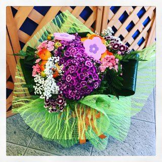 Bouquet con ranuncoli arancioni