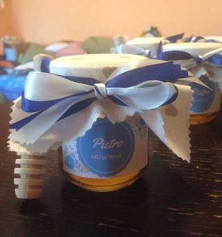 bomboniere battesimo con confezioni di miele