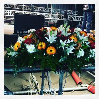 composizione di fiori per il palco dove si svolgevano le varie esibizioni in onore del Capodanno Cinese