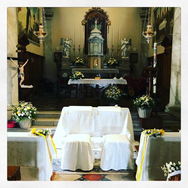 Chiesa Roncajette con cestini di camomilla