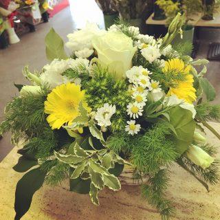 Cestino di fiori, centrotavola per matrimonio con camomilla